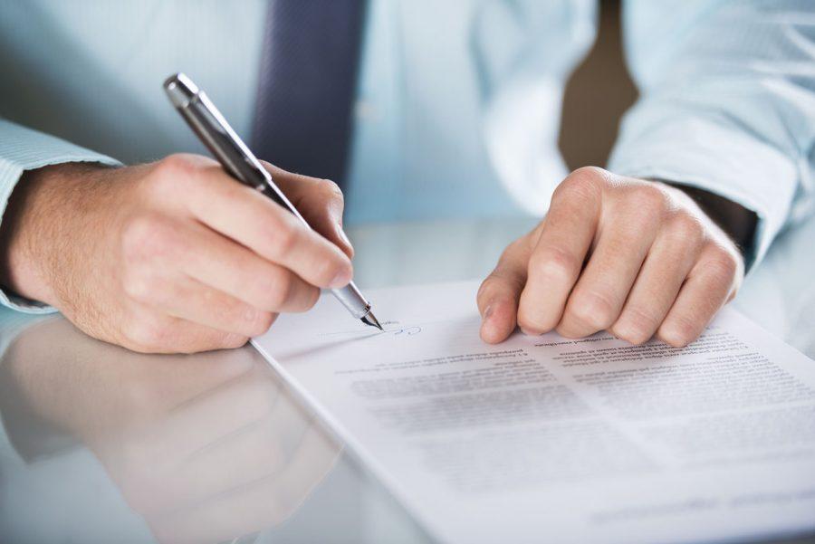 Подписать договор о кредитовании с банком
