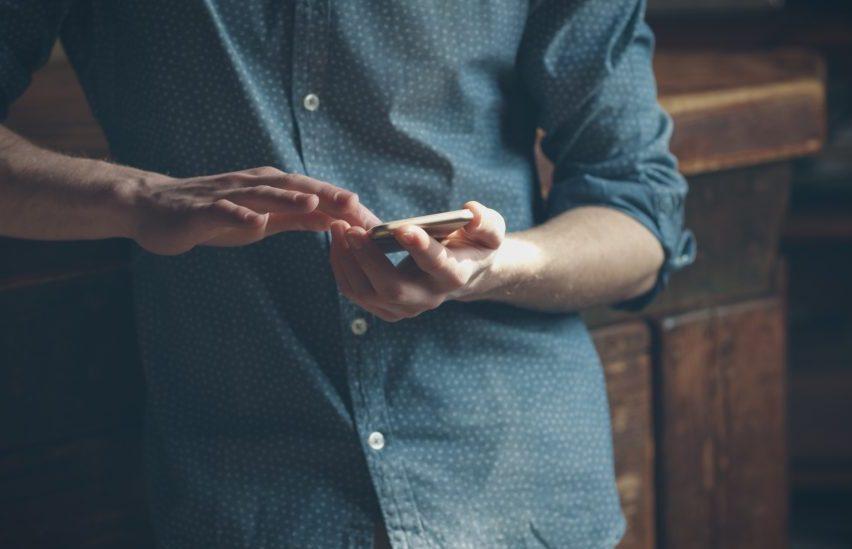 Обращатиться за техподдержкой по телефону