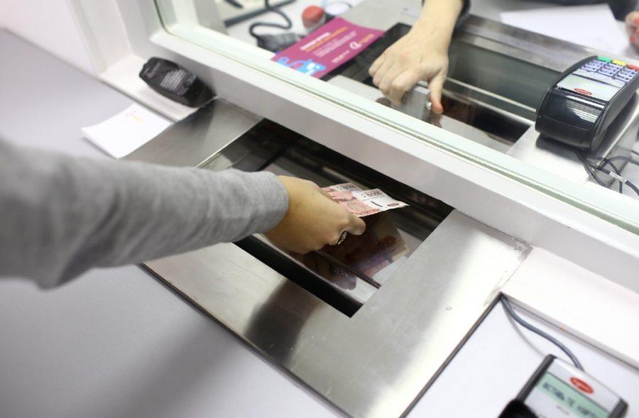 Оплачивать через банковскую кассу