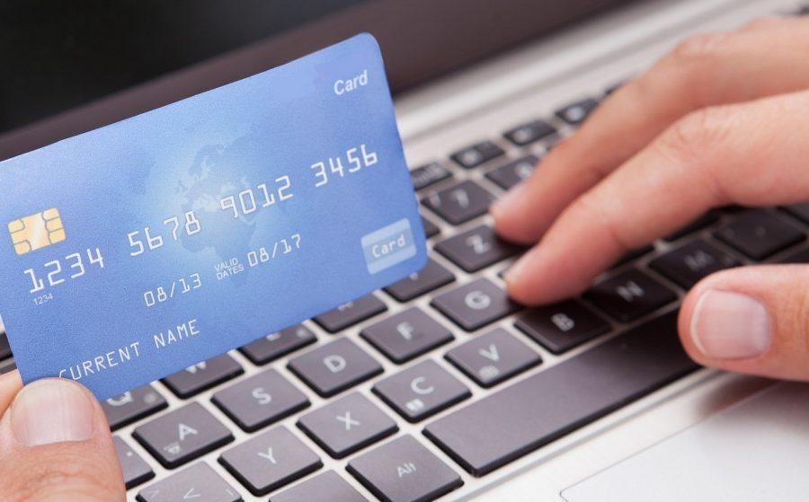 Проводится платежная транзакция