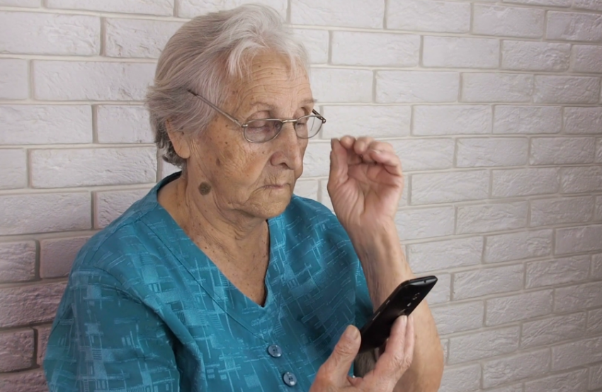 Инвалидов оповещают о пенсии через SMS