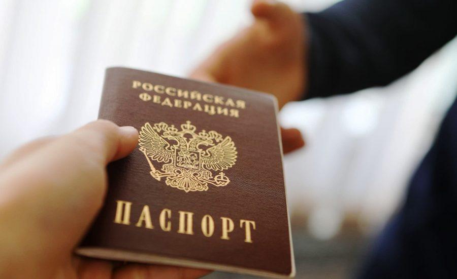 Иметь гражданство РФ для получения карты